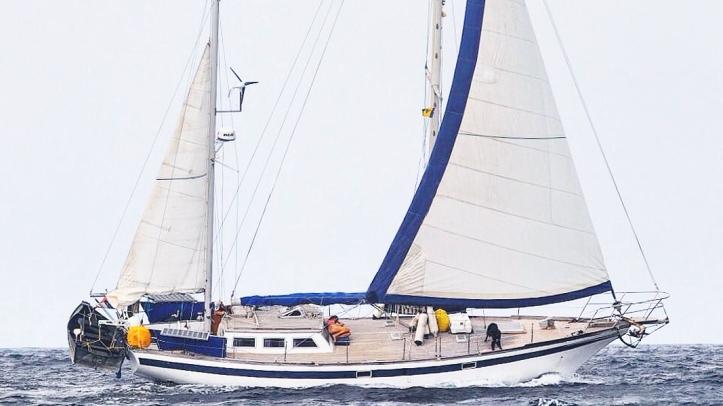 Endurance44_sailing_Bequia
